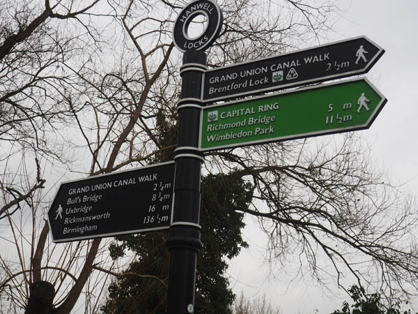 Hanwell Locks signpost